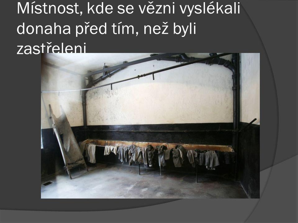 Místnost, kde se vězni vyslékali donaha před tím, než byli zastřeleni