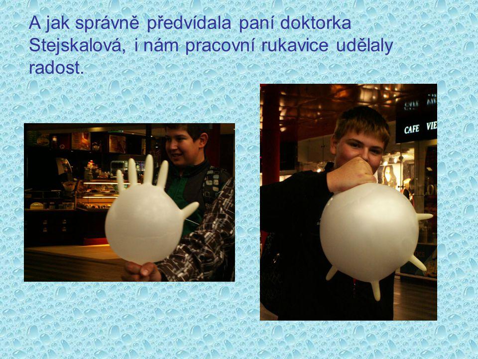 A jak správně předvídala paní doktorka Stejskalová, i nám pracovní rukavice udělaly radost.