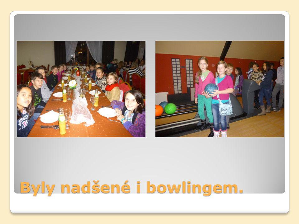 Byly nadšené i bowlingem.