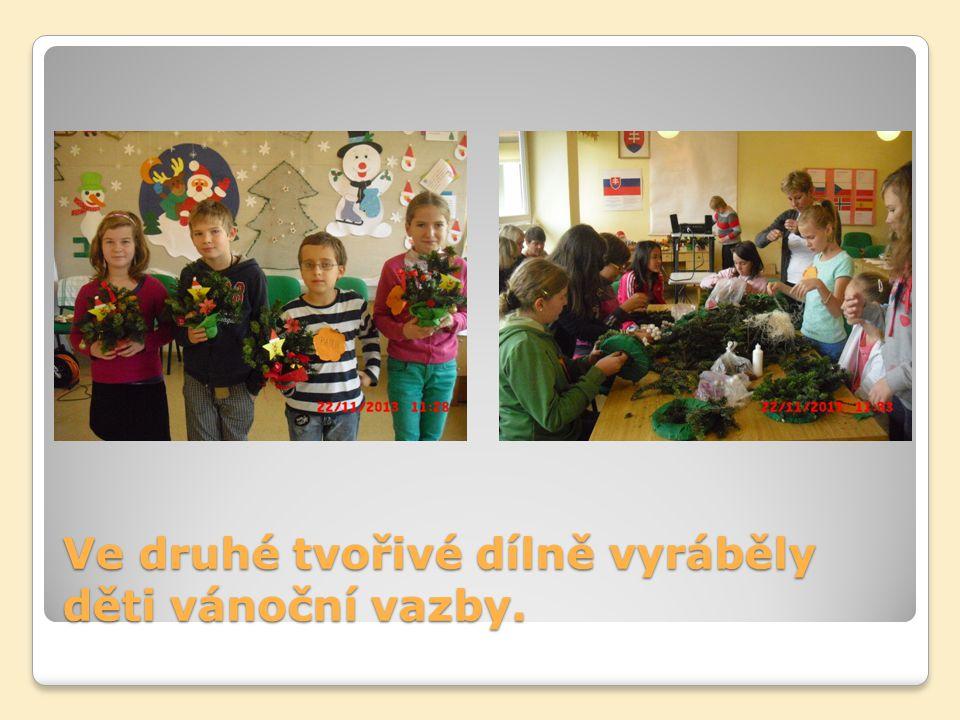 Ve druhé tvořivé dílně vyráběly děti vánoční vazby.