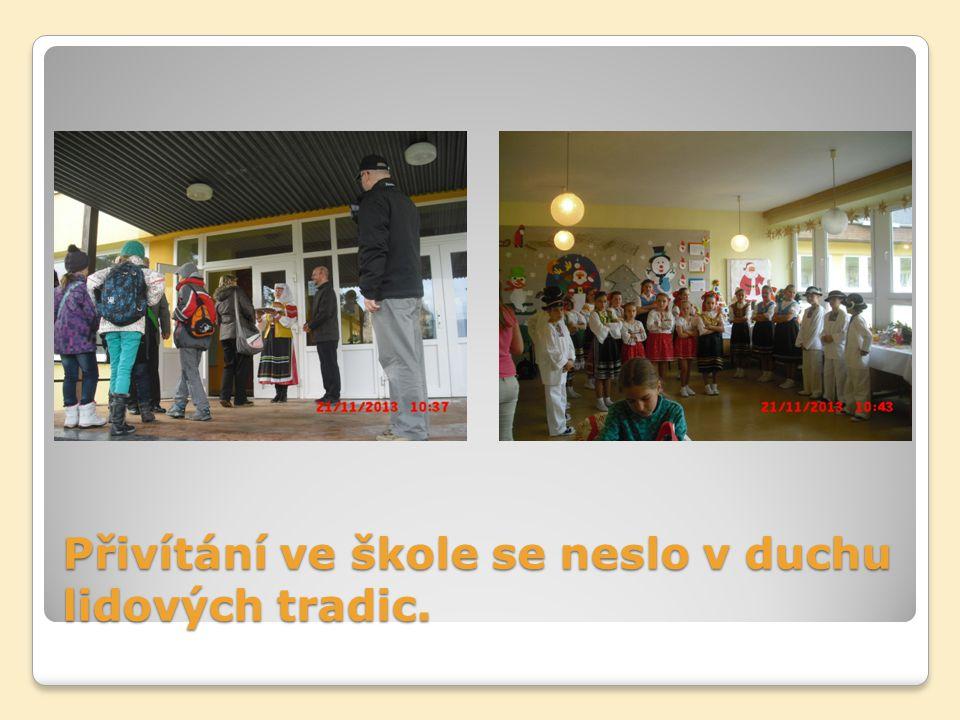 Přivítání ve škole se neslo v duchu lidových tradic.
