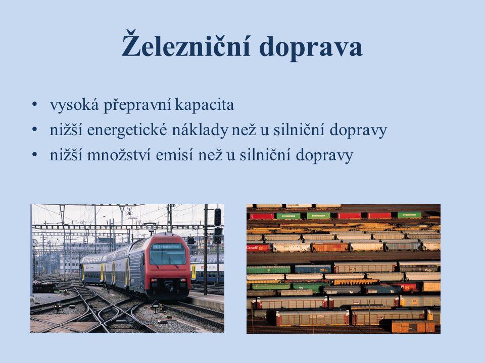 Železniční doprava vysoká přepravní kapacita nižší energetické náklady než u silniční dopravy nižší množství emisí než u silniční dopravy
