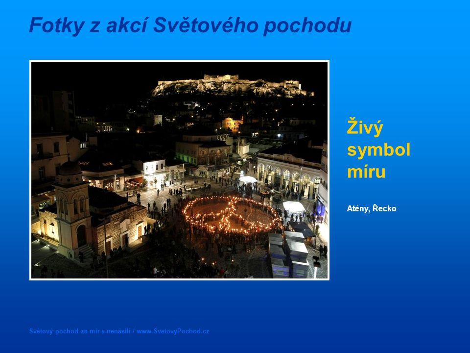 Světový pochod za mír a nenásilí / www.SvetovyPochod.cz Fotky z akcí Světového pochodu Živý symbol míru Atény, Řecko