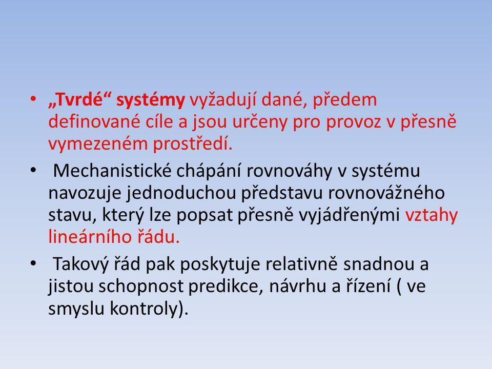 """""""Tvrdé"""" systémy vyžadují dané, předem definované cíle a jsou určeny pro provoz v přesně vymezeném prostředí. Mechanistické chápání rovnováhy v systému"""