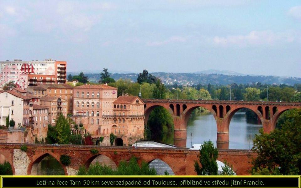 Leží na řece Tarn 50 km severozápadně od Toulouse, přibližně ve středu jižní Francie.