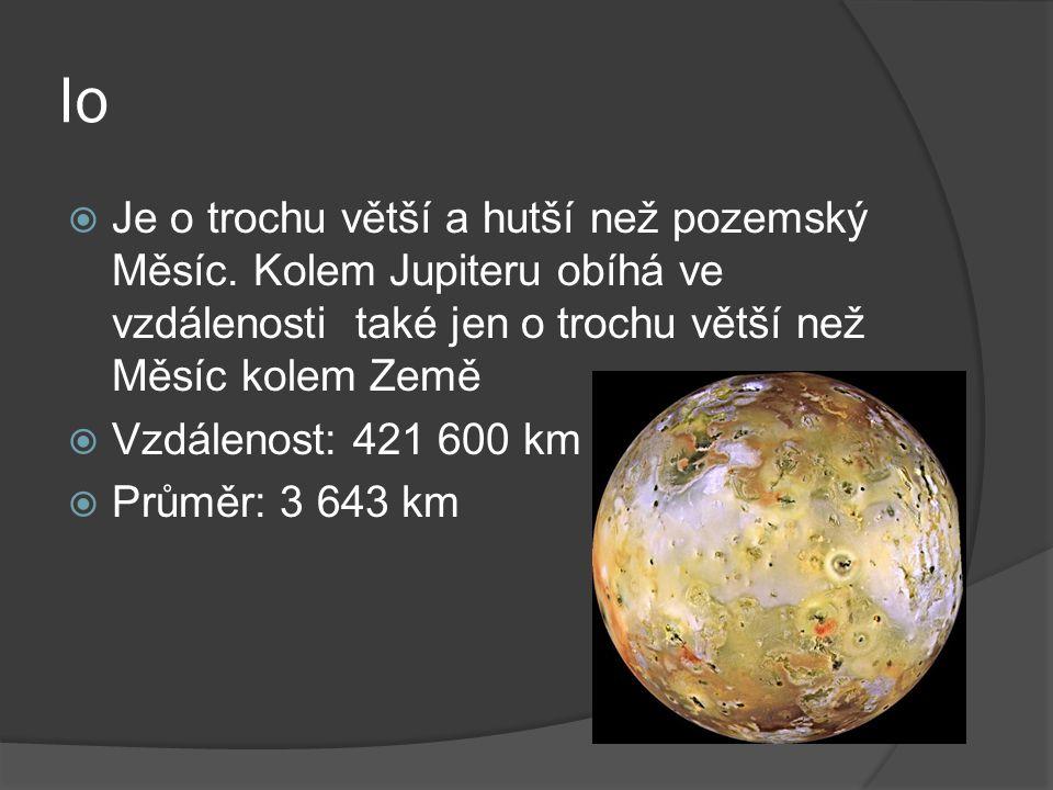 Io  Je o trochu větší a hutší než pozemský Měsíc.