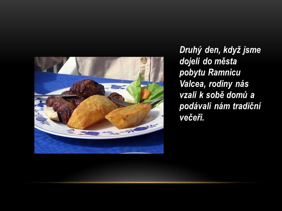 Druhý den, když jsme dojeli do města pobytu Ramnicu Valcea, rodiny nás vzali k sobě domů a podávali nám tradiční večeři.