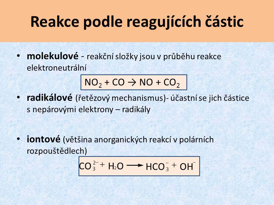 Reakce podle reagujících částic molekulové - reakční složky jsou v průběhu reakce elektroneutrální NO 2 + CO → NO + CO 2 radikálové (řetězový mechanis