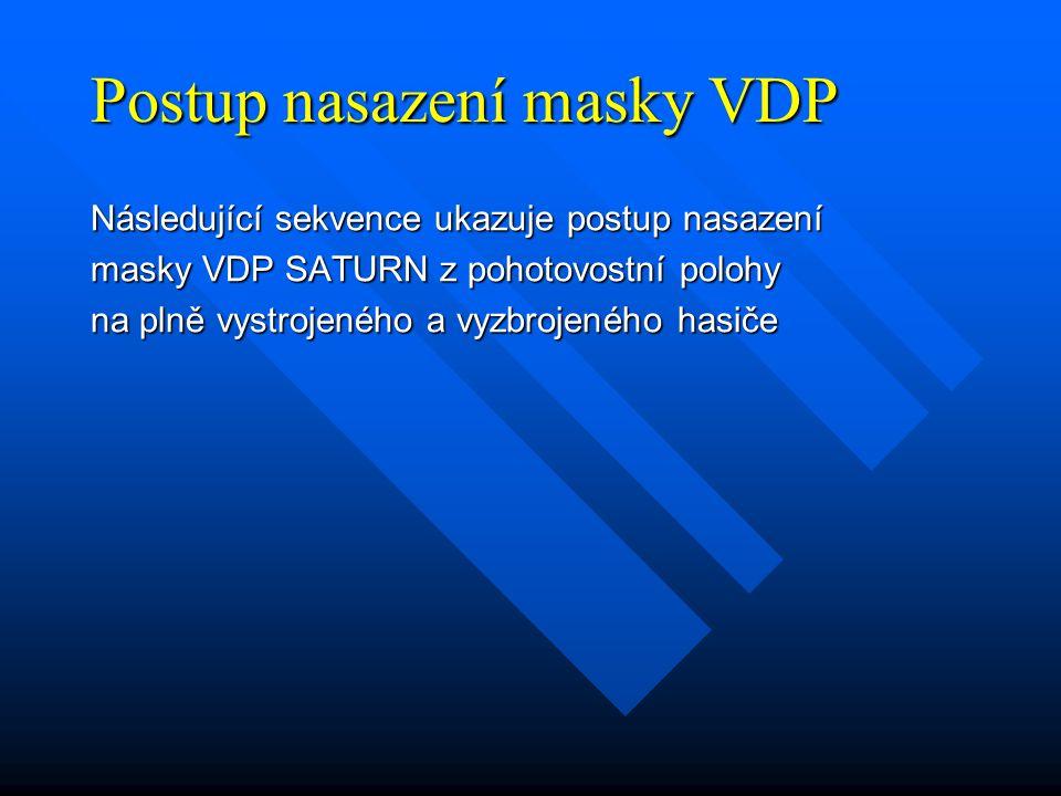 Postup nasazení masky VDP Následující sekvence ukazuje postup nasazení masky VDP SATURN z pohotovostní polohy na plně vystrojeného a vyzbrojeného hasiče