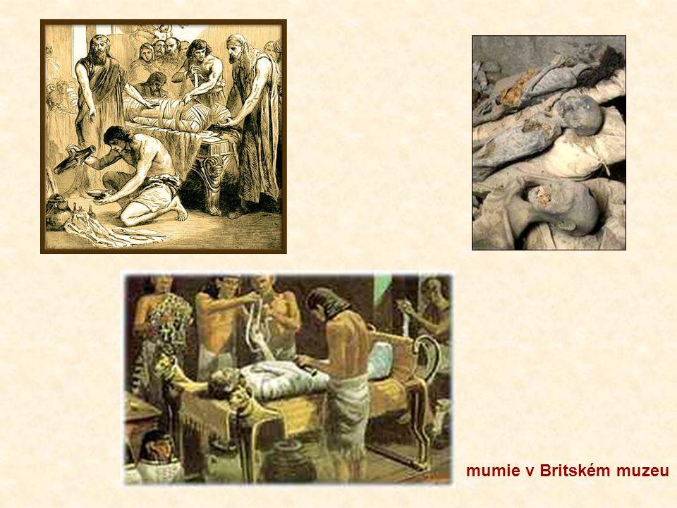 """BALZAMOVÁNÍ = uchování těla VYJMOUT VNITŘNOSTI – znalost jejich uložení a funkce pomoc v lékařství VYSUŠIT KONZERVOVAT SOLÍ, SODOU OVINOUT PRUHY PLÁTNA namočenými v pryskyřici MUMIE RAKEV – dřevěná – chudí stříbrná, zlatá ŽULOVÝ SARKOFÁG – kamenná rakev – SOCHA """"sochař – ten, který udržuje při životě"""