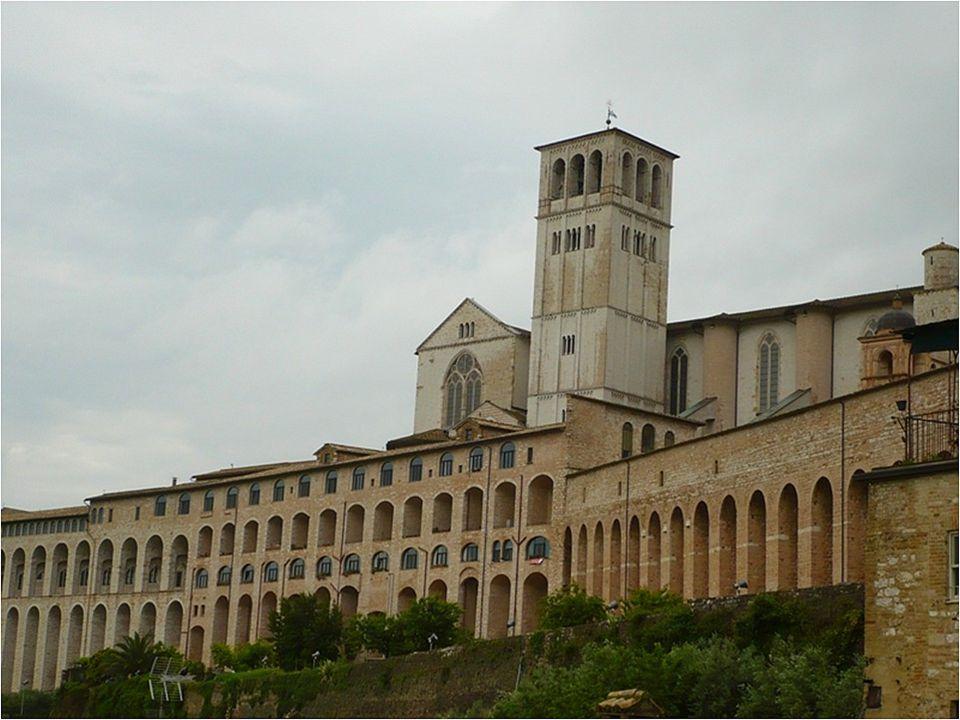 Díky vlivu odkazu sv. Františka se začalo ve středověkém Assisi s výstavbou chrámů.