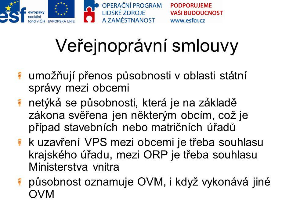 Veřejnoprávní smlouvy umožňují přenos působnosti v oblasti státní správy mezi obcemi netýká se působnosti, která je na základě zákona svěřena jen některým obcím, což je případ stavebních nebo matričních úřadů k uzavření VPS mezi obcemi je třeba souhlasu krajského úřadu, mezi ORP je třeba souhlasu Ministerstva vnitra působnost oznamuje OVM, i když vykonává jiné OVM
