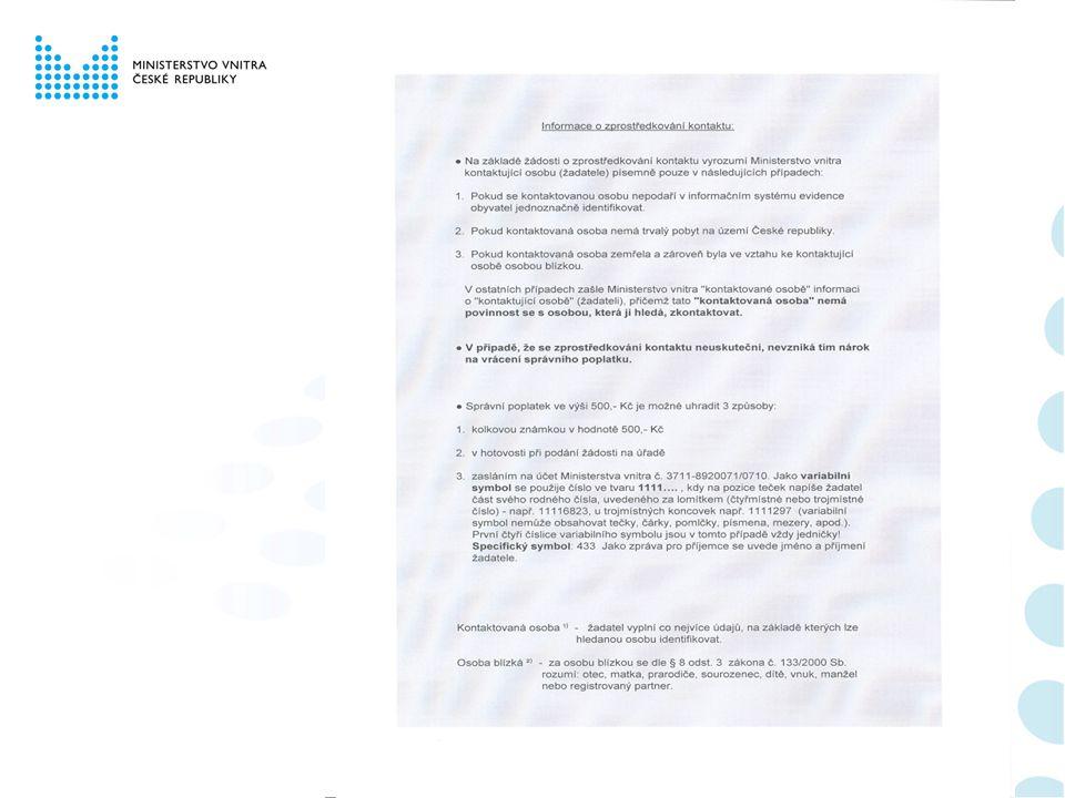 """Podání žádosti Žádost o zprostředkování kontaktu vyplní žadatel (dále jen """"kontaktující osoba ) a uhradí správní poplatek ve výši 500,- Kč, a to buď formou kolkové známky, v hotovosti nebo zasláním na účet Ministerstva vnitra."""