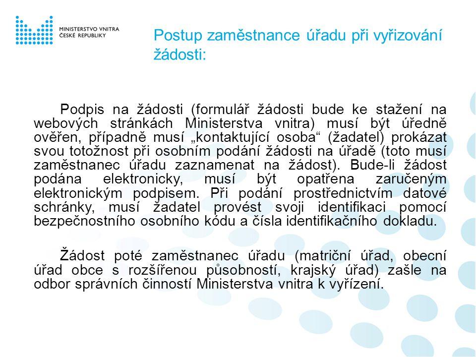 Postup zaměstnance úřadu při vyřizování žádosti: Podpis na žádosti (formulář žádosti bude ke stažení na webových stránkách Ministerstva vnitra) musí b