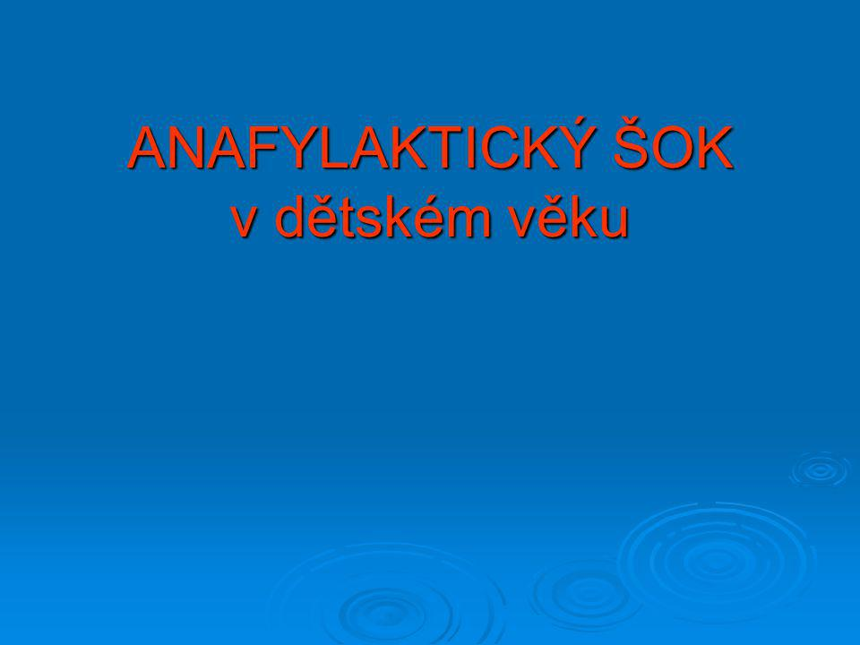 Anafylaxe Anafylaxe  celková systémová reakce způsobená kombinovaným účinkem mediátorů ( žírné bb.,bazofily) s IgE a alergenem Anafylaktoidní reakce Anafylaktoidní reakce  klinicky nerozlišitelná od anafylaxe, ale není spouštěna reakcí IgE Anafylaktický šok Anafylaktický šok  akutní oběhová insuficience vzniklá na podkladě anafylaxe