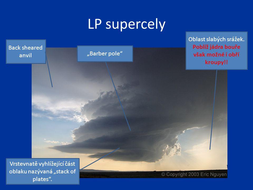 """LP supercely Oblast slabých srážek. Poblíž jádra bouře však možné i obří kroupy!! Vrstevnatě vyhlížející část oblaku nazývaná """"stack of plates"""". Back"""