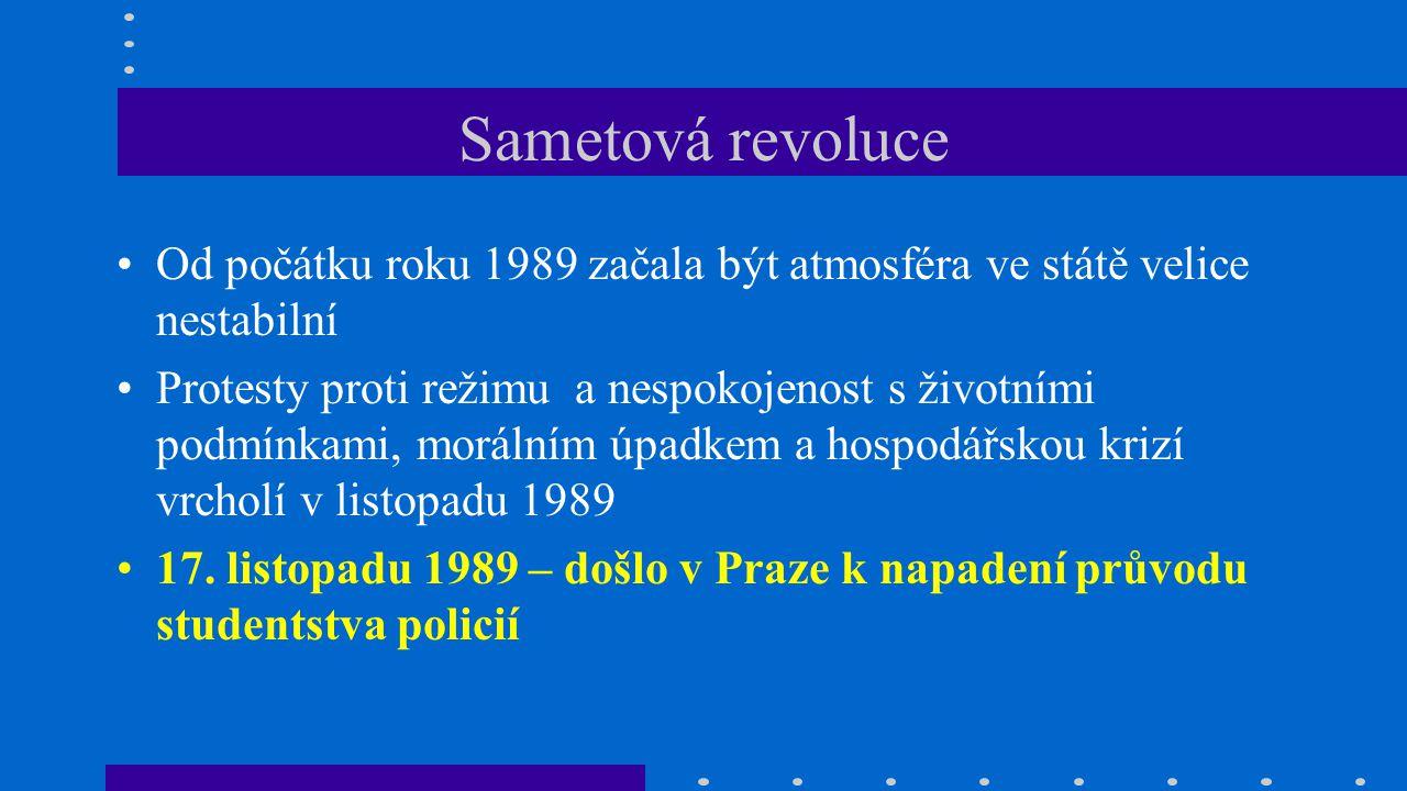 Sametová revoluce Od počátku roku 1989 začala být atmosféra ve státě velice nestabilní Protesty proti režimu a nespokojenost s životními podmínkami, m