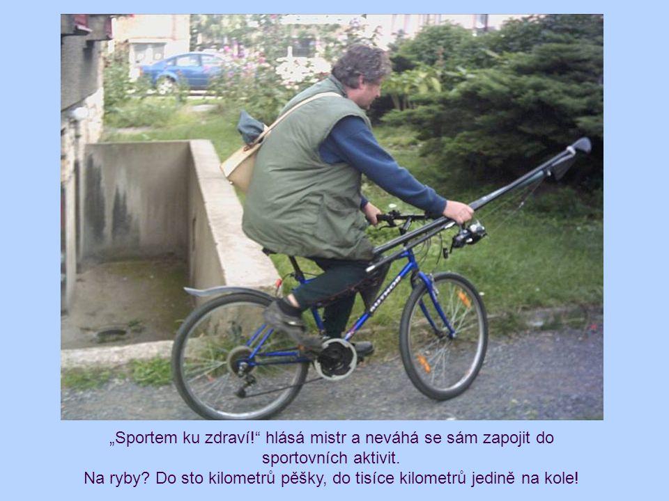 """""""Sportem ku zdraví!"""" hlásá mistr a neváhá se sám zapojit do sportovních aktivit. Na ryby? Do sto kilometrů pěšky, do tisíce kilometrů jedině na kole!"""