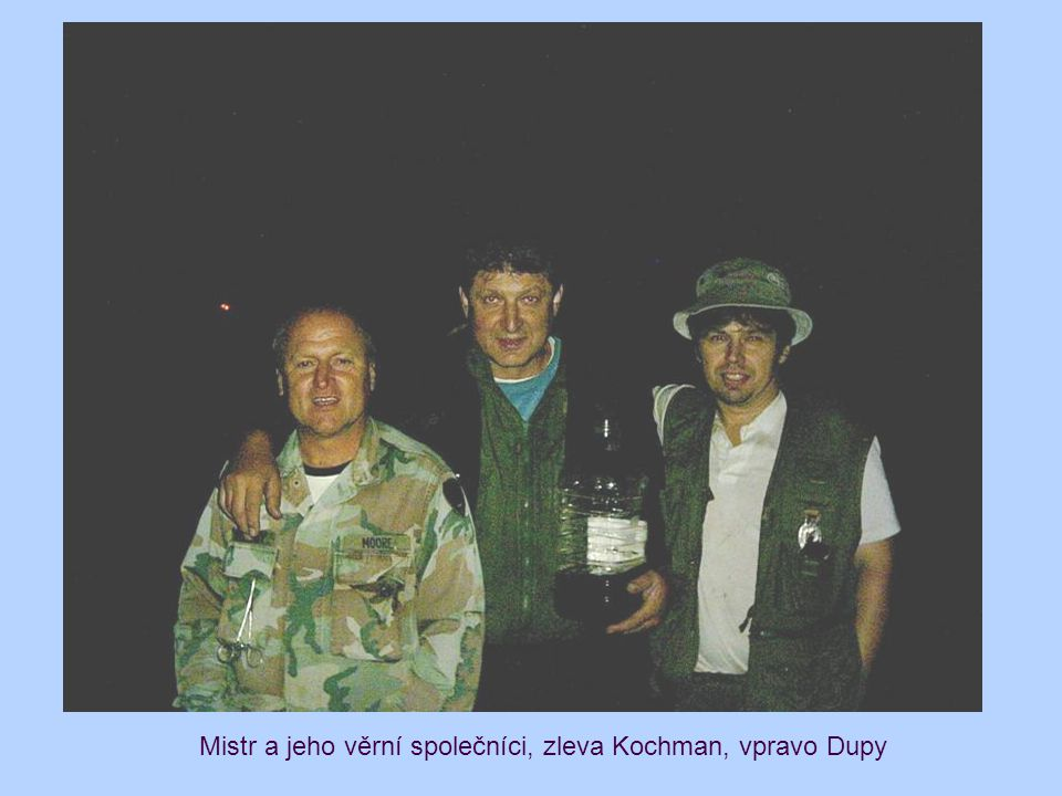 Mistr a jeho věrní společníci, zleva Kochman, vpravo Dupy