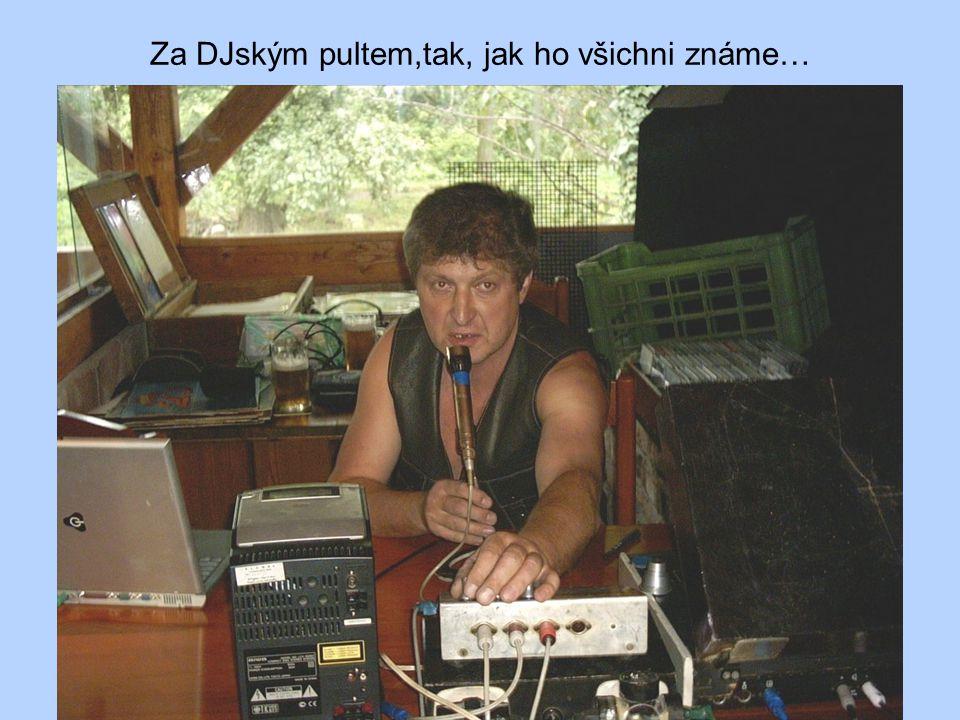 Za DJským pultem,tak, jak ho všichni známe…