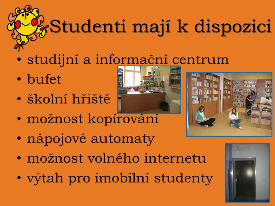 Studenti mají k dispozici studijní a informační centrum bufet školní hřiště možnost kopírování nápojové automaty možnost volného internetu výtah pro i