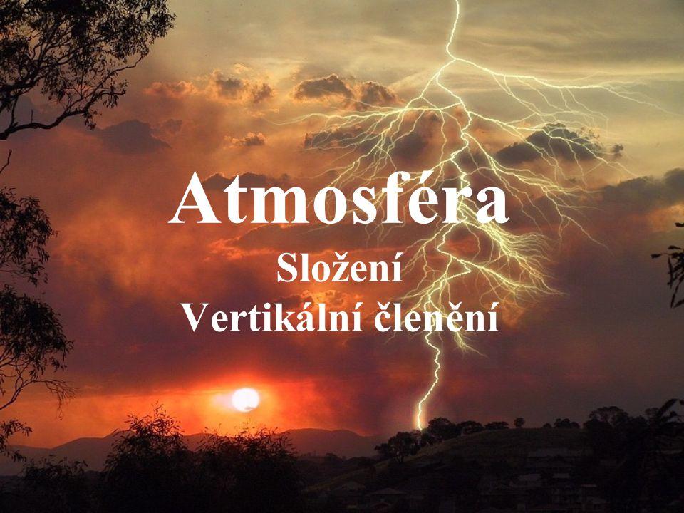 Definice Atmosférou Atmosférou rozumíme vzdušný (plynný) obal Země, který sahá od zemského povrchu do výšek několika desítek tisíc kilometrů (teoretický argument, uvádějící vzdálenost, ve které se ještě molekuly vzduchu účastní rotačního pohybu Země).