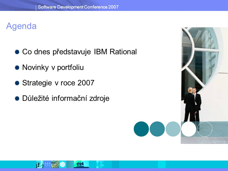 Software Development Conference 2007 Konfigurační a změnové řízení s IBM Rational  Proces  Definicí správného procesu jsou jasně dány postupy zapracování změn, opravy chyb a dalších věcí tak, aby bylo možné sledovat stav projektu v jednotlivých oblastech a zároveň i konkrétní zodpovědnosti  Konfigurace  Všechny změny mají dopad do verzí jednotlivých artefaktů, jejich stopovatelnost je klíčová  Metriky  Metriky jsou důležitou součástí každého projektu.