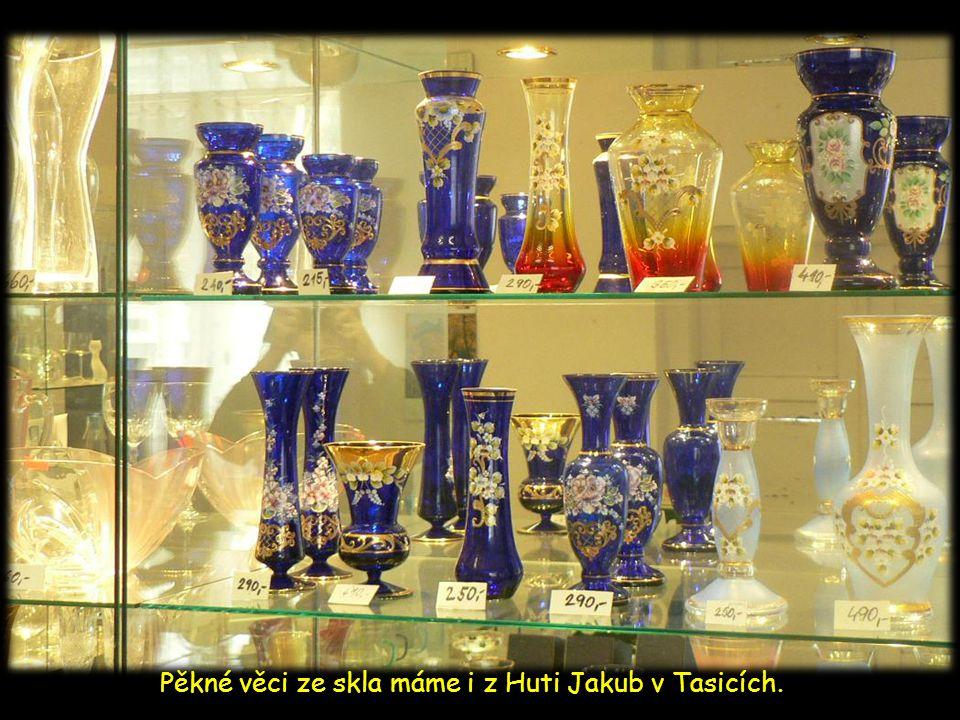 Někomu se může hodit spíš keramický květináč od paní Klapkové z Hodkova, jinému zas pálenka z Bohdanečské palírny, nebo pěkné výrobky ze skla od firmy