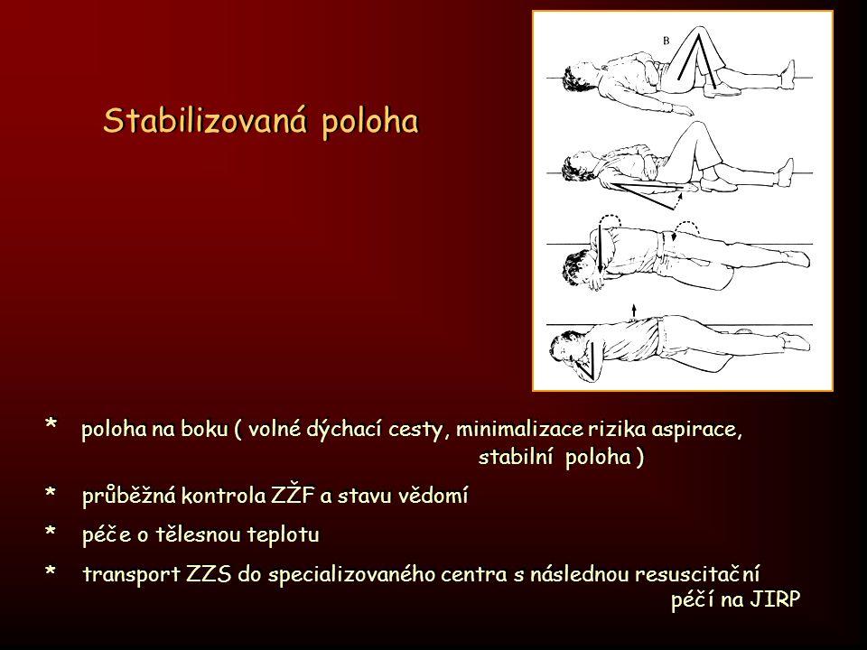 * poloha na boku ( volné dýchací cesty, minimalizace rizika aspirace, stabilní poloha ) * průběžná kontrola ZŽF a stavu vědomí * péče o tělesnou teplo