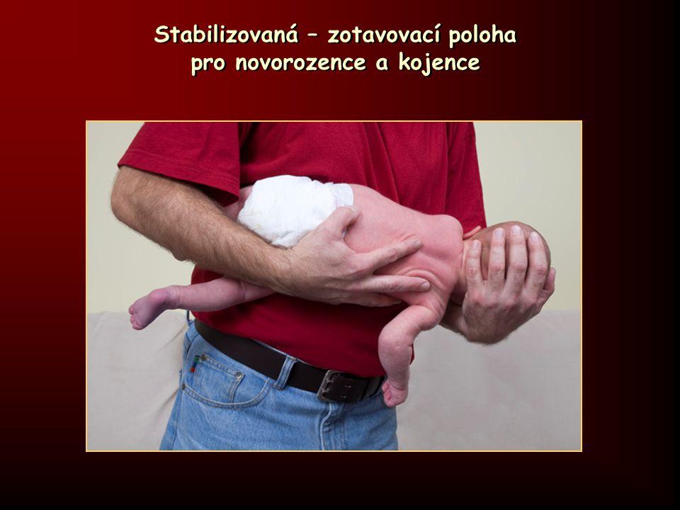 Stabilizovaná – zotavovací poloha pro novorozence a kojence