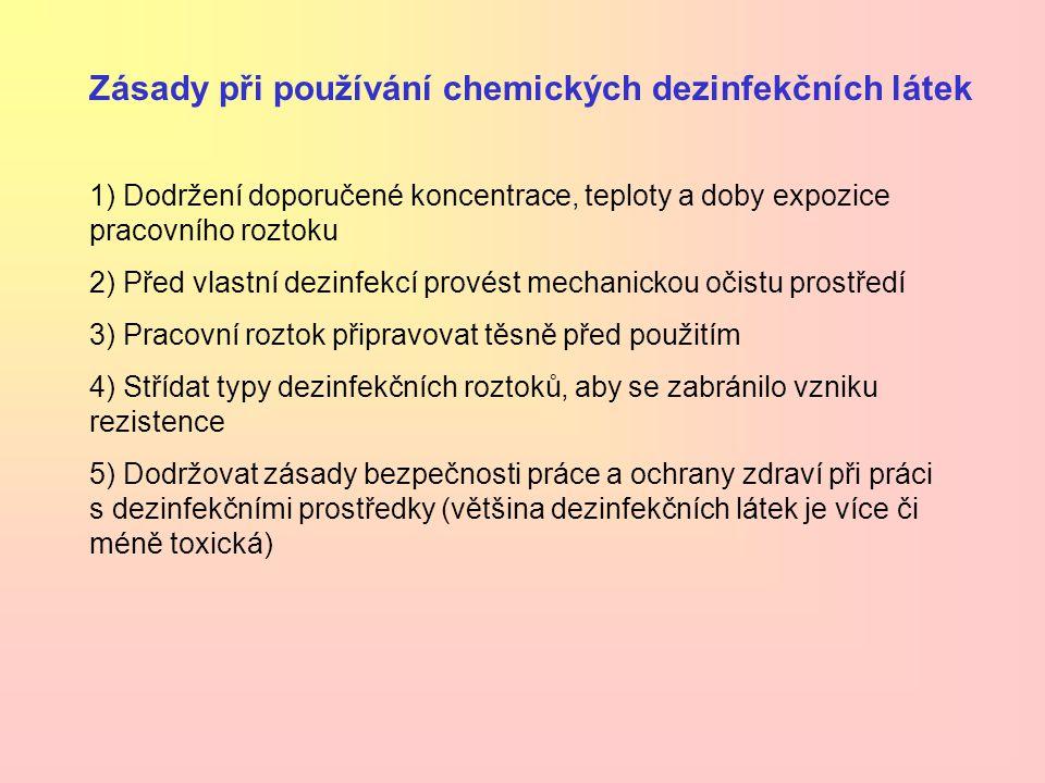 HALOGENY - k dezinfekci se využívají zejména sloučeniny chloru a jodu Chlór Mechanismus účinku: oxidační a chlorační (uvolnění kyslíku i chlóru) Chlorové sloučeniny mají silný účinek na bakterie, viry, houby i prvoky Samotný plynný chlór je silně dráždivý (větrání při provádění dezinfekce!) a také korozivní Využití: dezinfekce vody, rukou, ran, povrchů… Chlornan sodný Chlornan vápenatý (společně s chloridem vápenatým = chlorové vápno) Chloramin Organické sloučeniny chlóru (benzenchloraminy)