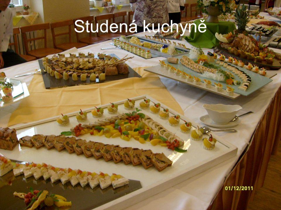 Charakteristika studené kuchyně Pokrmy studené kuchyně mají v české kuchyni široké využití.
