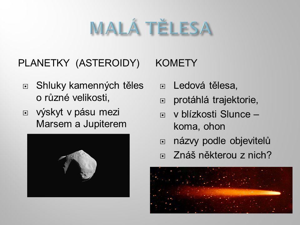 PLANETKY (ASTEROIDY)KOMETY  Shluky kamenných těles o různé velikosti,  výskyt v pásu mezi Marsem a Jupiterem  Ledová tělesa,  protáhlá trajektorie