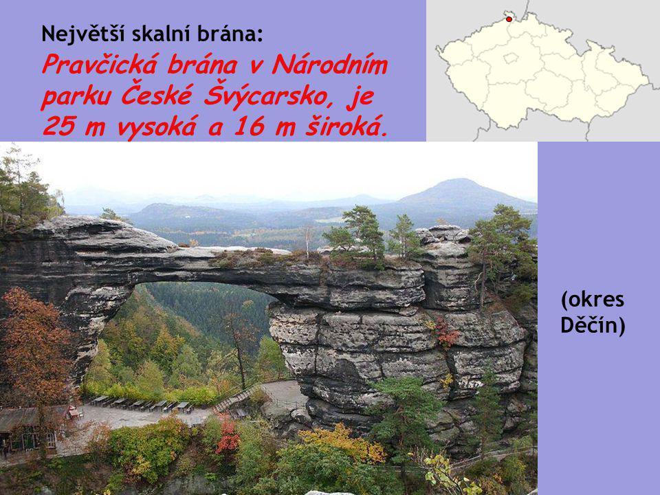 Pravčická brána v Národním parku České Švýcarsko, je 25 m vysoká a 16 m široká. Největší skalní brána: (okres Děčín)