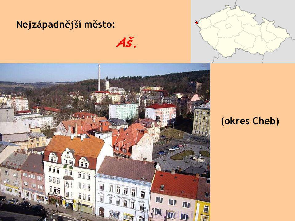 Žižkovský vysílač v Praze na Žižkově, 93 m nad zemí; výška celé věže je 216 m.