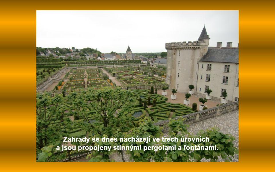 Zahrady se dnes nacházejí ve třech úrovních a jsou propojeny stinnými pergolami a fontánami.