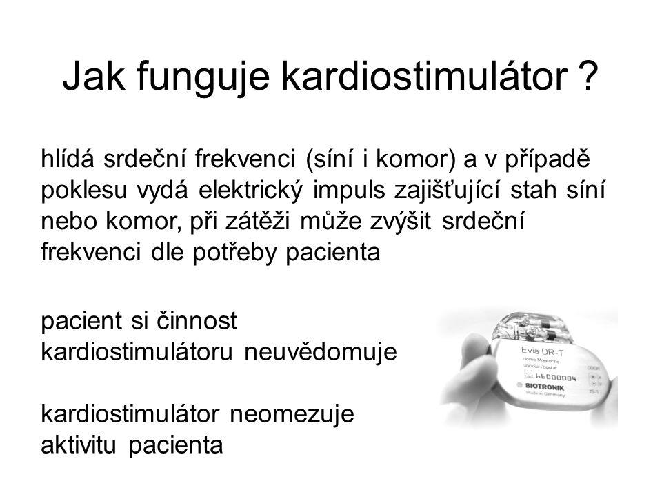 Jak funguje kardiostimulátor ? hlídá srdeční frekvenci (síní i komor) a v případě poklesu vydá elektrický impuls zajišťující stah síní nebo komor, při