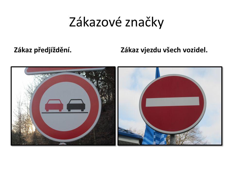 Zákazové značky Zákaz předjíždění.Zákaz vjezdu všech vozidel.