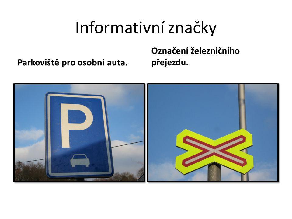 Informativní značky Parkoviště pro osobní auta. Označení železničního přejezdu.