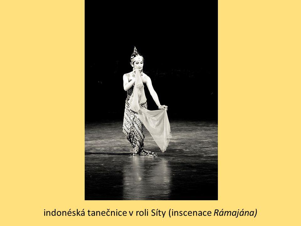 indonéská tanečnice v roli Síty (inscenace Rámajána)