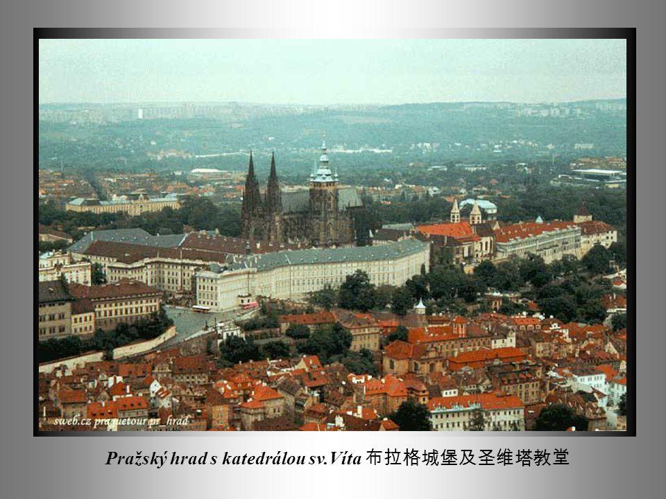 Staroměstské náměstí s paláci a Týnským chrámem 老城广场及 Týnský 教堂