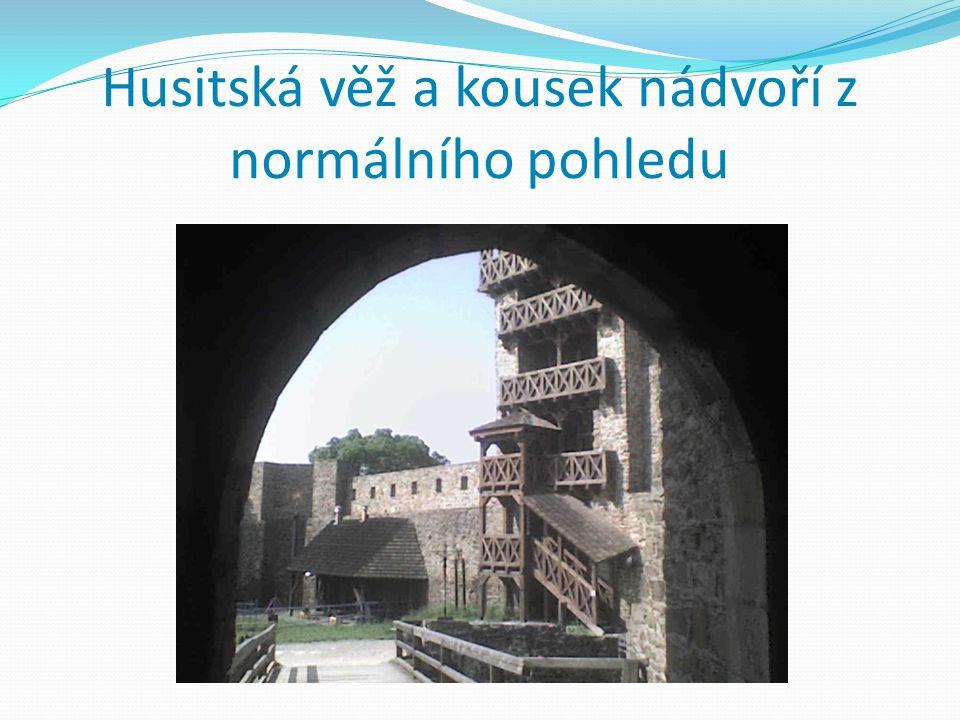 Věž u vchodu a Husitská věž