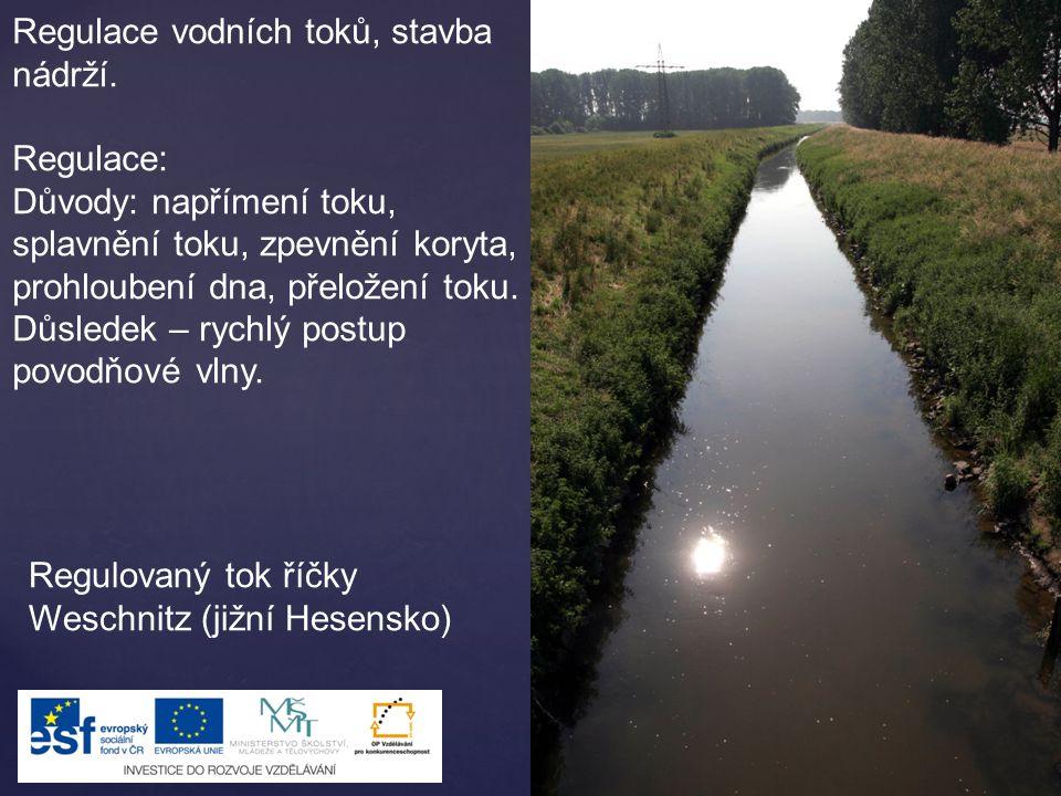 Regulace vodních toků, stavba nádrží. Regulace: Důvody: napřímení toku, splavnění toku, zpevnění koryta, prohloubení dna, přeložení toku. Důsledek – r