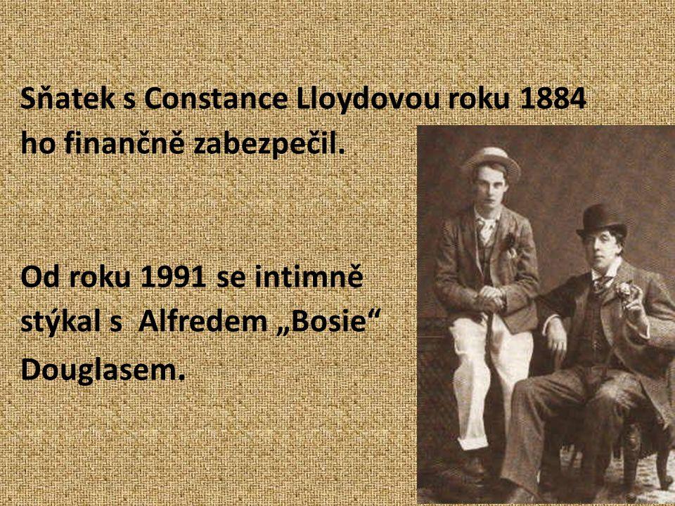 """Sňatek s Constance Lloydovou roku 1884 ho finančně zabezpečil. Od roku 1991 se intimně stýkal s Alfredem """"Bosie"""" Douglasem."""