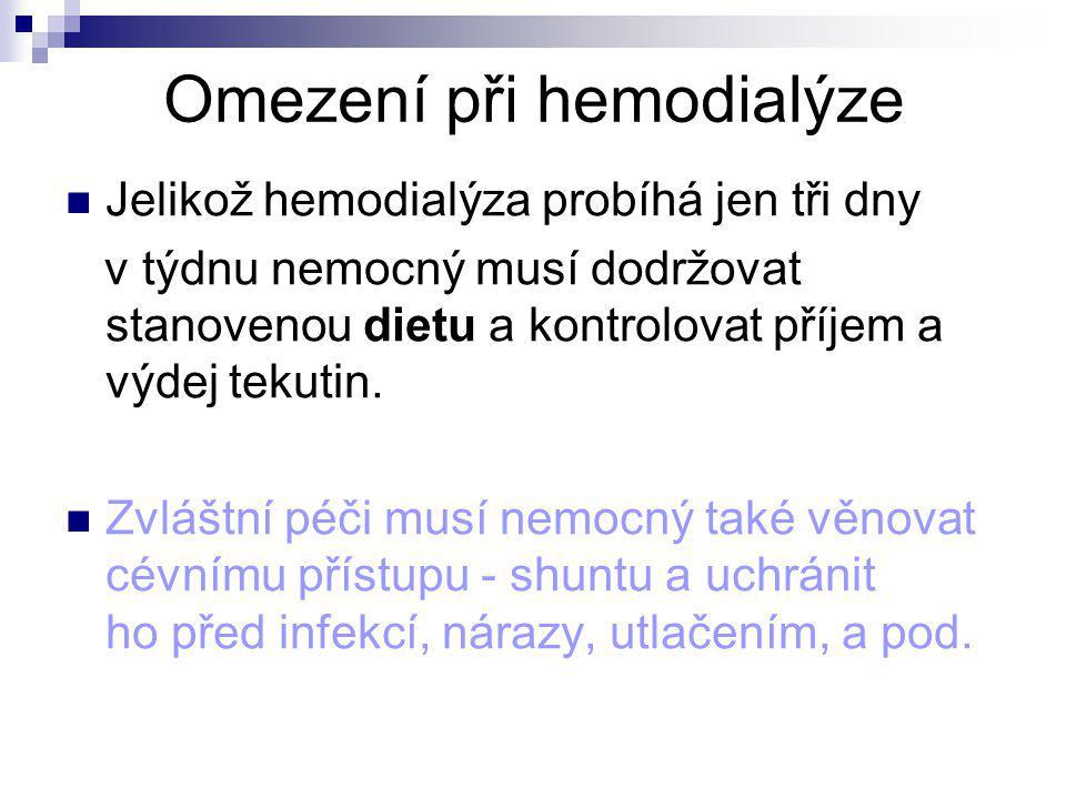 Omezení při hemodialýze Jelikož hemodialýza probíhá jen tři dny v týdnu nemocný musí dodržovat stanovenou dietu a kontrolovat příjem a výdej tekutin.