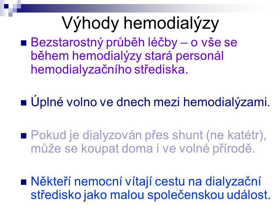 Výhody hemodialýzy Bezstarostný průběh léčby – o vše se během hemodialýzy stará personál hemodialyzačního střediska. Úplné volno ve dnech mezi hemodia