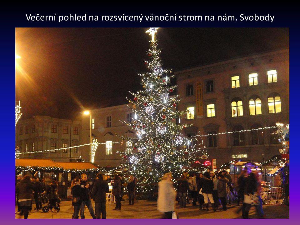Vánočně vyzdobené náměstí Svobody