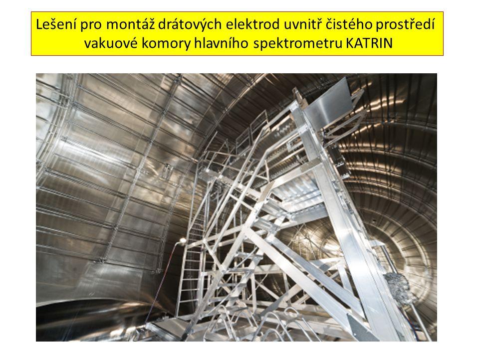 Lešení pro montáž drátových elektrod uvnitř čistého prostředí vakuové komory hlavního spektrometru KATRIN