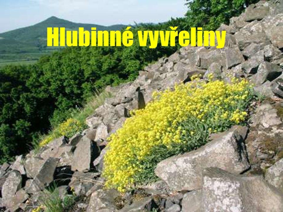 ad c) TRAVERTIN  Barva - bílá, žlutohnědá  Složení - kalcit  Vlastnost - pórovitost  Využití – obkladový kámen