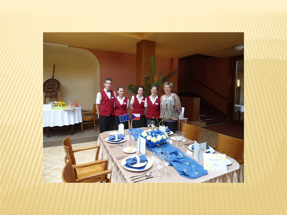 Slavnostní hostinu obsluhujeme různými způsoby obsluhy podle druhu hostin a počtu hostů.